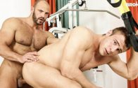Brench Press That Bottom – Tomm Black & Peter