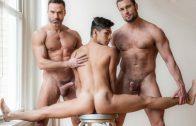 Servicing Daddy's Dick – Manuel Skye, Stas Landon & Aaron Perez